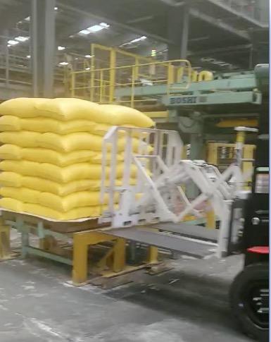 Uporaba vlečnega pogona vilic za uporabo pri ravnanju z gnojilom